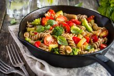How to Make Indian Style Pasta. Conventionally, Italian pasta dishes are made with pasta dough using durum wheat flour. But today, pasta is available in many varieties. Pasta is an easy. Pasta Salad Recipes, Veggie Recipes, Healthy Recipes, Pasta Food, Pasta Bake, Chicken Pasta, Pasta Dishes, Healthy Foods, Pasta Fusilli