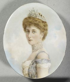 Queen Maud of Norway wearing her Pearl and Diamond Tiara, a gift from her parents, King Edward and Queen Alexandra of the United Kingdom . 1905.