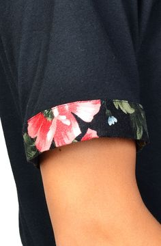 Apliiq now offers customizable sleeve cuffs.  Get yours on the midnight flares tee or customize your own!