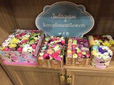макаруны с цветами Flower Boxes, Flower Ideas, Macaron Boxes, Space Planets, Mothers Day Flowers, Macarons, Flower Arrangements, Decorative Boxes, Birthdays