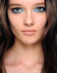 Elie Saab: Maquillaje azul como el color del mar