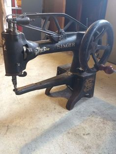 Vintage Singer Sewing machine without table