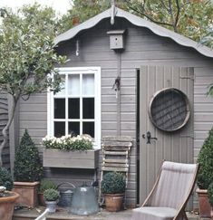 10 spectacular designs that will make you want to own a she-shed - Chic thuishuisje, dekkende beits in een grijze taupe kleur, met een lief wit raampje. Shed Interior, Patio Interior, Outdoor Buildings, Garden Buildings, Small Sheds, Small Garden With Shed, Shed Colours, Paint Colours, Potting Sheds