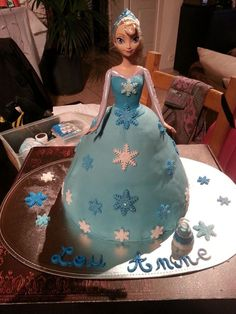 Gateau reine des neiges Frozen Birthday Party, Frozen Party, Birthday Cake, Birthday Parties, Fish Recipes, Dressing, Lily, Couture, Disney Princess