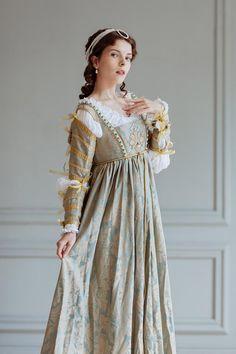 Renaissance Lucrezia Borgia's woman dress set, – century - Historical Dresses Italian Renaissance Dress, Mode Renaissance, Renaissance Fashion, Renaissance Clothing, Medieval Dress, Historical Clothing, Historical Dress, Tudor Dress, Carnival