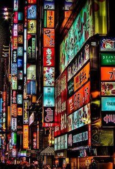 Tokyo by night, des lumières partout. http://tracking.publicidees.com/clic.php?progid=515&partid=48172&dpl=http%3A%2F%2Fsejour.govoyages.com%2Fvacances-voyage-japon-2%2F72