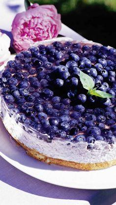 Kevyt mustikka-jogurttikakku (in Finnish only) - blueberry yoghurt cake Finland Food, Cake Recipes, Dessert Recipes, Delicious Desserts, Yummy Food, Scandinavian Food, Sweet Pastries, Sweet And Salty, I Love Food