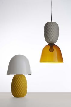 Pineapple lamp. The glossy glass of the lampshade pairs well with the opaque ceramic base characterised by a diamond-shape texture capable of offering strength and personality to this versatile lamp