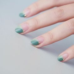 The advantage of the gel is that it allows you to enjoy your French manicure for a long time. There are four different ways to make a French manicure on gel nails. The choice depends on the experience of the nail stylist… Continue Reading → Holographic Nails, Gradient Nails, Stiletto Nails, Coffin Nails, Acrylic Nails, Acrylic Art, Solid Color Nails, Nail Colors, Manicure Colors