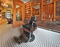 Antique Barber Chair from 1905 Photos from John (John) on Myspace Barber Shop Interior, Barber Shop Decor, Shop Interior Design, Barber Chair Vintage, Barbershop Design, Barbershop Ideas, Barber Shop Quartet, Office Waiting Rooms, Straight Razor Shaving