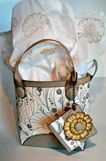cute paper tote and template... hmmm wondering if I can figure this out.