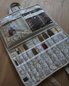 ideas for knitting bag sewing needle case Diy Knitting Needle Case, Knitting Needles, Knitting Storage, Yarn Storage, Craft Storage, Knitting Yarn, Sewing Machine Projects, Knitting Machine Patterns, Crochet Patterns