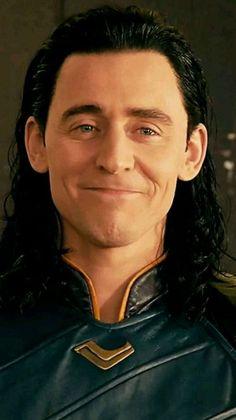 The people with the most saddest story Marvel Actors, Loki Thor, Tom Hiddleston Loki, Loki Laufeyson, Marvel Characters, Marvel Avengers, Tony Stark, Loki Aesthetic, Loki Wallpaper