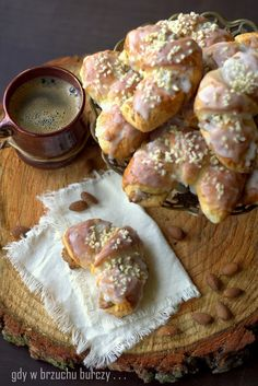 Prawdziwe rogale marcińskie Polish Desserts, Polish Recipes, Polish Food, Little Bites, Doughnut, Sweet Tooth, Deserts, Cookies, Baking
