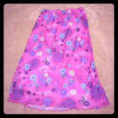 Elastic waist kneelength skirt Elastic waist the length skirt! Very bright and ready for spring! Mix-and-match any top for several different outfits. No stains but inner liner has loose threading see picture four. Pet free smoke free home Skirts