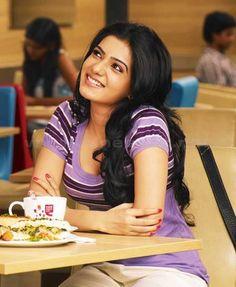 "Nithya Vasudevan in ""Neethaane En Ponvasantham"" (Tamil Movie) Cute Girl Pic, Cute Girls, Samantha Images, Samantha Ruth, Chennai, Movie Pic, Indian Star, South Actress, Indian Movies"