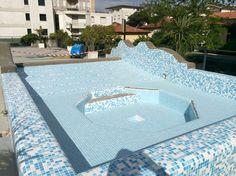 Fasi di ristrutturazione di una piscina in EPS