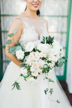 Lush bridal bouquet | Photography: Adrian Jon
