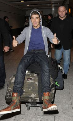 i love their airport picss (:  Liam back home!
