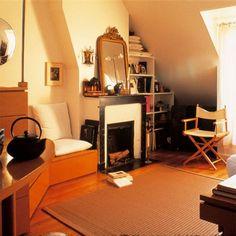 17 m², un studio fonctionnel dans une chambre de service Le salon vu de l'entrée