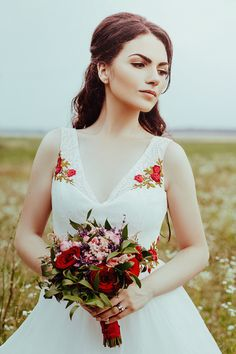 Photo: @andreeaiancu  Natural bride. Traditional wedding.