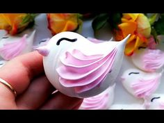 Rose Meringue Cookies, Meringue Kisses, Cupcake Cookies, How To Make Meringue, How To Make Cake, Merengue Cake, Frosting Techniques, Small Desserts, Easy Cake Decorating