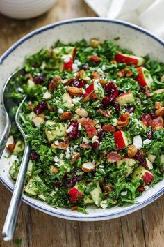 Apple Cranberry Bacon Kale Salad Apple Cranberry Bacon Kale Salad – Not only this salad recipe is packed full of hearty nutrients, but it tastes amazing too! Thanksgiving Table, Healthy Salads, Healthy Recipes, Delicious Recipes, Eating Healthy, Diet Recipes, Bacon Kale, Kale Salad Recipes, Christmas Salad Recipes