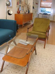 MId century inspired apartment. If I were to ever be lucky enough to do interior design, I think I'd want to specialize in small spaces.