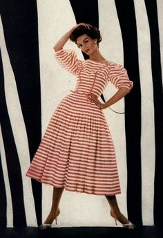 Photograph by Richard Avedon for Harper's Bazaar, I love contrast with stripes and color! Fifties Fashion, 60 Fashion, Fashion Images, White Fashion, European Fashion, Colorful Fashion, Timeless Fashion, Retro Fashion, Vintage Clothing