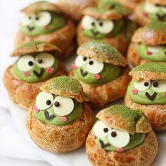 "Michelle Lu 🍡 ( "" Keroppi matcha choux puffs 🐸💚🍃 Made with amazing culinary Matcha Taishiro"" Dessert Kawaii, Choux Cream, Cute Baking, Choux Pastry, Cute Desserts, Cafe Food, Food Humor, Cakepops, Cute Cakes"