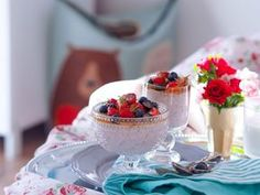 SMOOTH COOKING : TVAROHOVÝ CHIA PUDINK S JAHODAMI Chia Puding, Panna Cotta, Smoothie, Cooking, Ethnic Recipes, Recipe Ideas, Food, Cakes, Kitchen