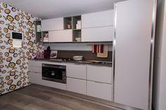 Essenza - Cucina Lube Moderna in esposizione presso il nostro showroom di Pinerolo. #cucinelube #cucinelubepinerolo