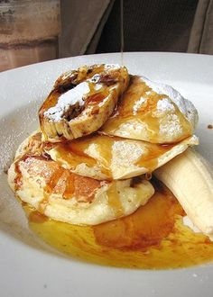 Bills famous Ricotta banana hot cakes with honeycomb butter. Ricotta, Camembert Cheese, French Toast, Pancakes, Banana, Sweets, Breakfast, Healthy, Mille Crepe