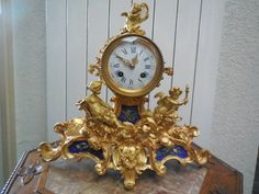 Ormolu Charriot clock ,and serve porcelain                   € 2.150,00