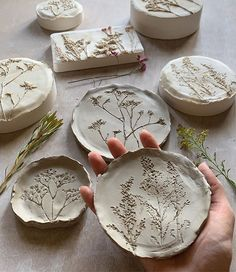 Ceramics from 🏳️ For more, go check them out! Diy Clay, Clay Crafts, Diy Air Dry Clay, Cold Porcelain Ornaments, Clay Ornaments, Ceramic Pottery, Ceramic Art, Diy Home Crafts, Arts And Crafts