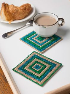 These Tea Time Coasters make great hostess gifts. Make them now in Glitterspun.