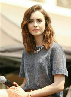 66 ideas haircut middle lily collins for 2019 Cut My Hair, Hair Cuts, Lily Collins Style, Round Face Haircuts, Girl Haircuts, Short Haircuts, Girl Short Hair, Hair Girls, Cut And Style