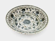 Plate. Iran, late 16th-early 17th century, Safavid period.     Stone-paste painted under glaze. W: 15.6 cm. Museum Code: S1997.63. Freer and the Sackler (Smithsonian) Museums.