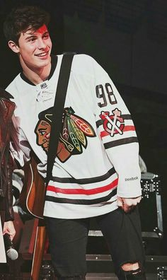 Shawn mendes wearing a fucking Chicago jersey the fuck Shawn you're from Toronto at least wear a leafs jersey like fuck man Shawn Mendes Smiling, Shawn Mendes Fofo, Shawn Mendes Magcon, Shawn Mendes Cute, Shawn Mendes Imagines, Shwan Mendes, Mendes Army, Shawn Mendes Wallpaper, Yasmina Khadra