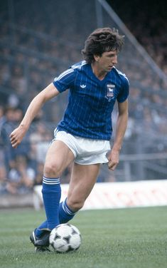 Paul Mariner of Ipswich Town in action, circa Get premium, high resolution news photos at Getty Images British Football, Retro Football, Football Kits, Vintage Football, Football Soccer, Football Players, Paul Mariner, Ipswich Town Fc, Bobby Robson