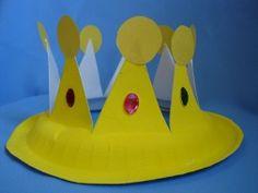 Een kroon gemaakt van een papieren bordje