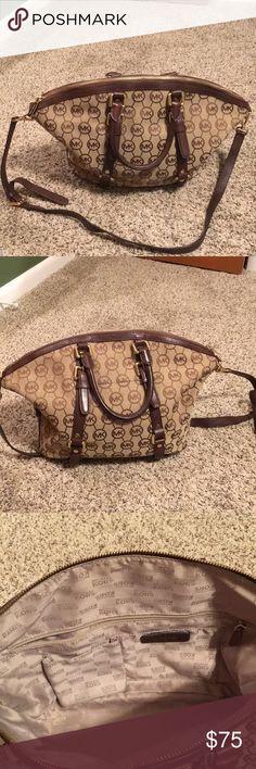 Michael Kors Purse Lightly used Michael Kors purse. Michael Kors Bags Shoulder Bags