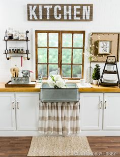 Farmhouse feel meets city appeal in this worth-cooking-in kitchen!