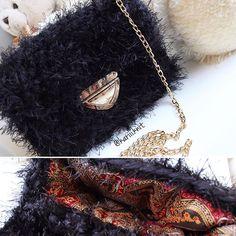 ❗️Продано ❗️ Безумно красивая сумочка ищет хозяйку ♥️ ✨ с подкладкой ✨ очень вместительная ✨ фурнитура золото По всем вопросам пишите в Директ, цена очень вкусная  . . . #пушистик #сумкимосква #меховаясумка #вналичии #sale #вязанаясумка #москва #недорого #чтоподарить