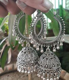 Bijoux Marques Brown Thomas - New Ideas Gold Jhumka Earrings, Indian Jewelry Earrings, Indian Jewelry Sets, Jewelry Design Earrings, Silver Jewellery Indian, Indian Wedding Jewelry, Ear Jewelry, Fashion Earrings, Ruby Earrings