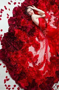 Modern Fairytale / The Red Queen / karen cox. Dominique Nadine, Gorgeous artistic red floral roses flowers photo of woman in vibrant red fashion dress Red Fashion, Covet Fashion, Fashion Dresses, Flower Fashion, Fashion Art, Fashion Details, High Fashion, Fashion Beauty, Simply Red