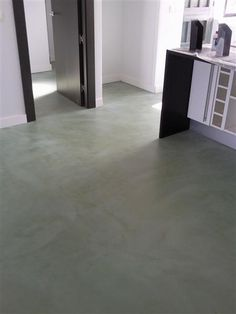 El microcemento , unos suelos sin juntas | Decora y diviértete Concrete Floors, Hardwood Floors, Flooring, Jungle Room, Floor Design, Tile Floor, Tiles, Interior Design, Home Decor Ideas