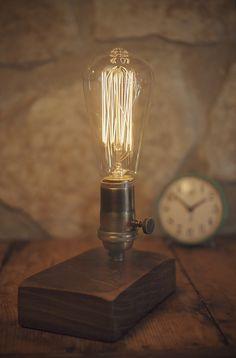 Lámparas de mesa - Edison . Lámpara vintage en madera de Nogal. - hecho a mano por GuilleBosque en DaWanda