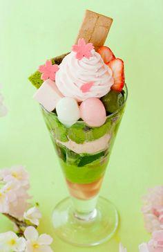 花衣<はなごろも>さくらやいちごの食材を使った、華やかな春のパフェです。さくらクリームをはじめ、生いちごや、さくらアイス、いちごのチョコゼリーなど春色の食材を詰め込みました。1,301円