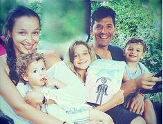Σάκης Ρουβάς  Κάτια Ζυγούλη: Η πρώτη εξόρμηση για την άνοιξη! Γλυκά στιγμιότυπα με τα παιδιά τους